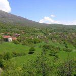 Selo Štrbovac: Poklanjaju placeve kako bi očuvali selo od nestanka. Sami saniraju put, most, školu