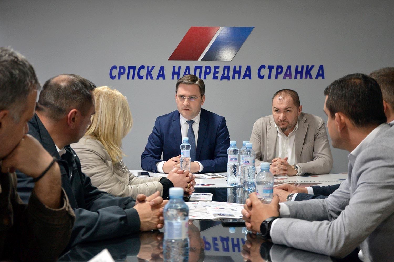Photo of Nikola Selaković posetio odbor SNS-a u Pirotu