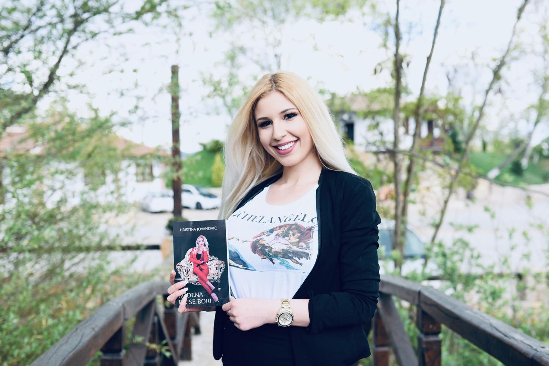 """Photo of """"Rođena da se bori"""" – knjiga koja će uzburkati duhove, ali i pomoći mnogima da pobede kada je najteže"""