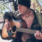 Škotlanđanin u Pirotu kao kod kuće. Peške, sa gitarom, putuje od Bugarske do rodnog Glazgova u Škotskoj