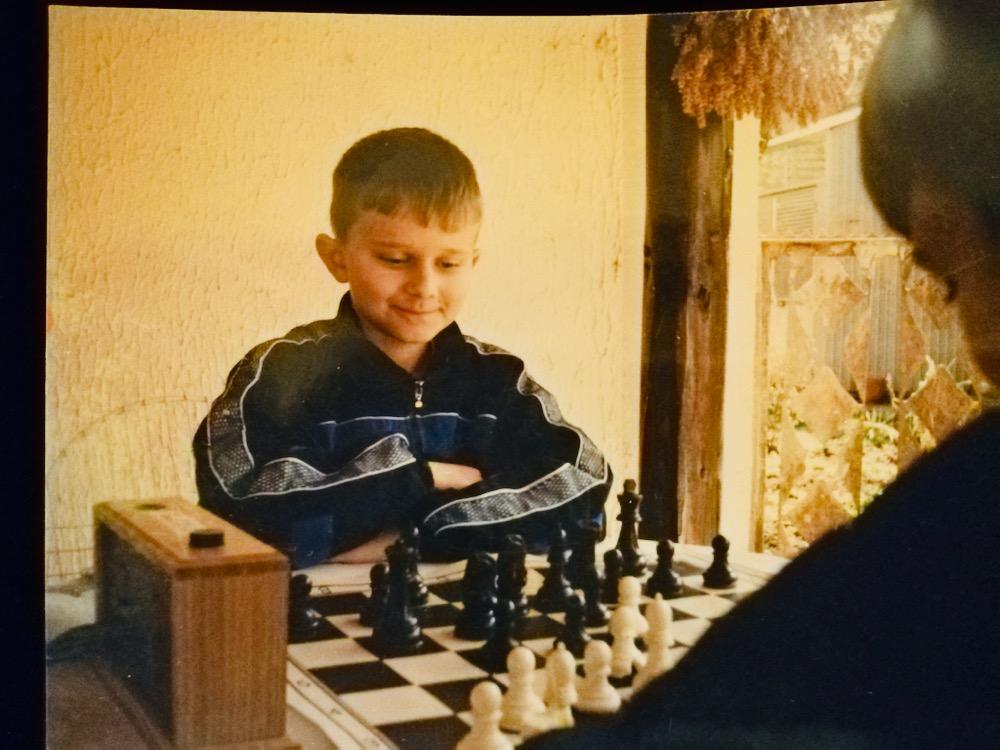 Photo of Nekadašnji šahovski vunderkind Petar Krstić, i sada izuzetno uspešan šahista, vratio se u rodni grad