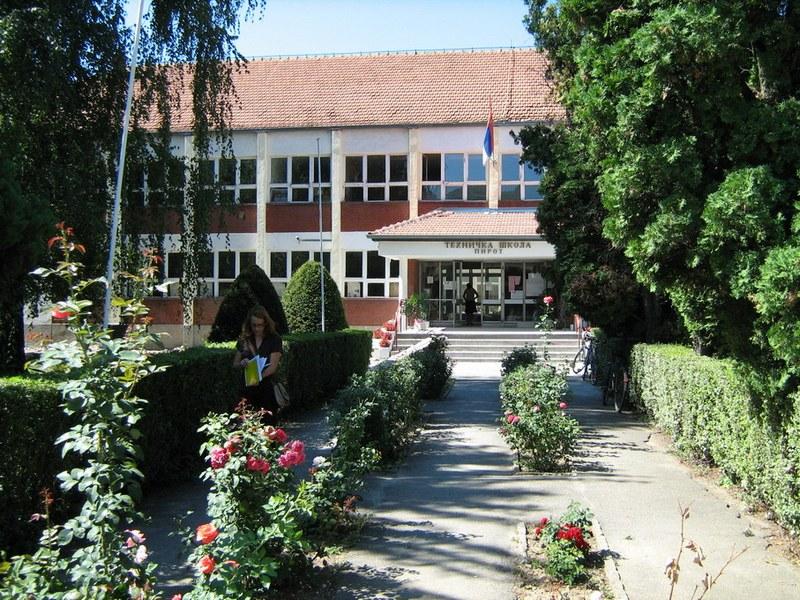 Photo of Izvanredni rezultati učenika Tehničke škole Pirot na Okružnom takmičenju iz programiranja
