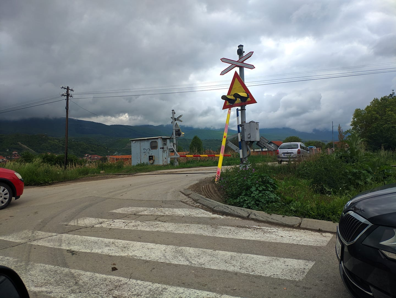 Photo of OPREZ: Polomljena rampa na pružnom prelazu