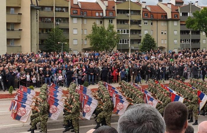 "Photo of Više od 4.000 vojnika i policajaca, 300 borbenih vozila, 40 vazduhoplova na prikazu ""Odbrana slobode"""