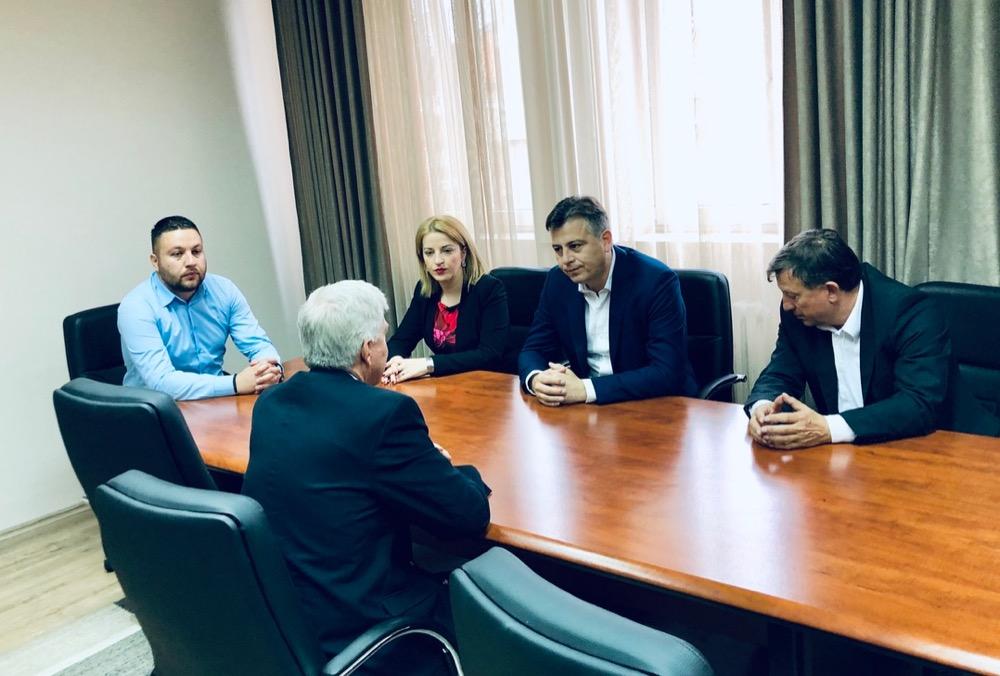 Photo of Ambasador SAD posetio Pirot, razgovarao sa gradonačelnikom Vasićem