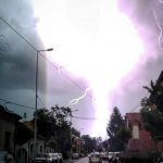 Stravičan snimak udara groma u okolini Pirota (FOTO)
