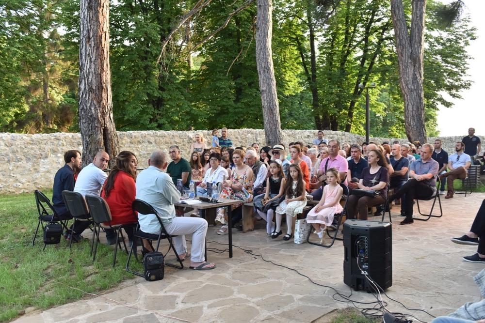 "Photo of Tvrđava Momčilov grad: Promovisan roman ""Tvorac besmrtnosti"", Milana Panića"