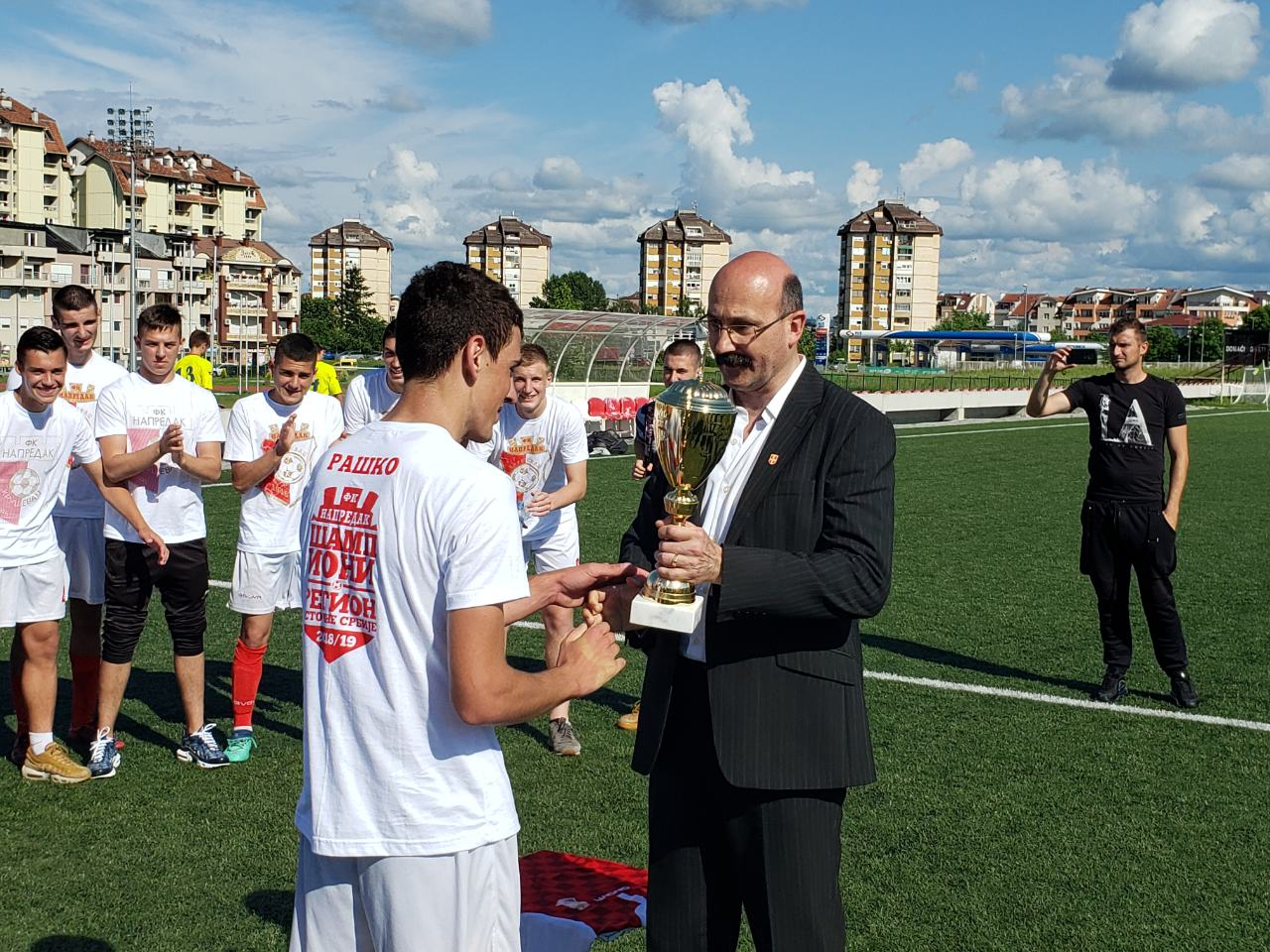 Photo of Priznanje za pirotski fudbal – generalni sekretar Radničkog vodio devet liga mlađih kategorija FS RIS-a