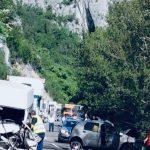 Teška saobraćajna nesreća u Sićevu! Jedna osoba poginula - devet povređenih