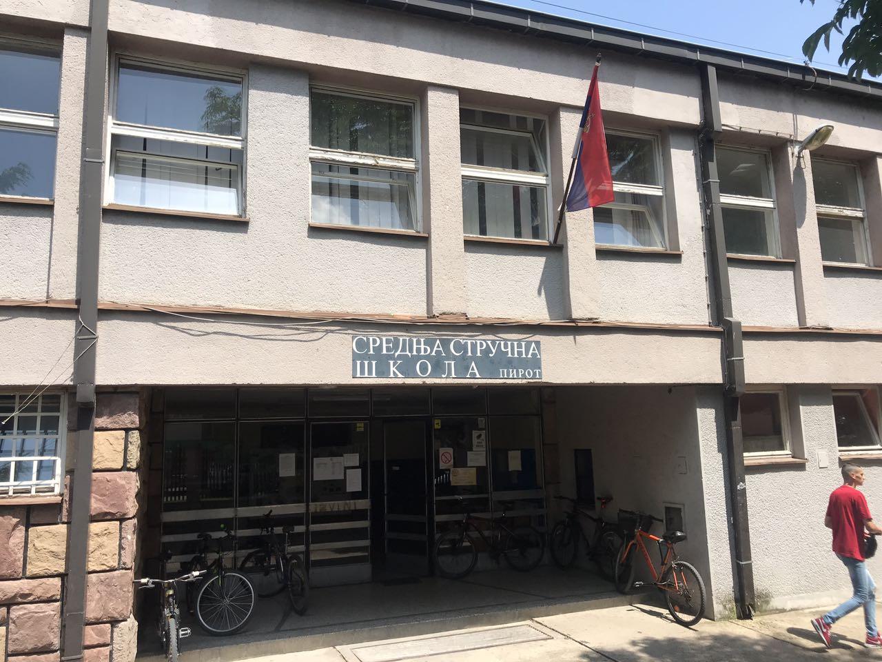 Photo of Učenice Srednje stručne škole uspešne na literarnom konkursu Ministarstva prosvete i Ministarstva odbrane Republike Srbije