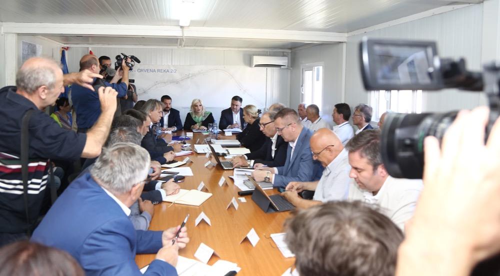 Photo of Mihajlovićeva na zajedničkom sastanku sa svim učesnicima u izgradnji istočnog kraka Koridora 10
