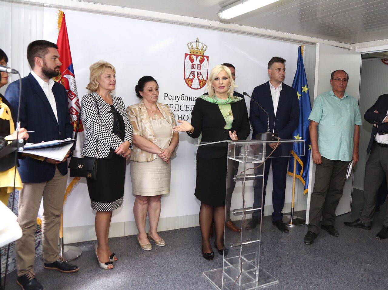 Photo of Mihajlovićeva sa Pirotskim okrugom: Obnovićemo lokalne puteve i komunalnu infrastrukturu