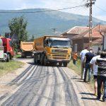 Asfaltira se ulica u Velikom Jovanovcu - novi asfalt do škole i imanja