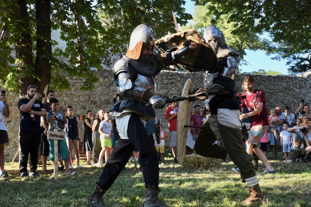 Photo of Kale Fest oživeo srednjovekovnu tvrđavu Momčilov grad (galerija fotografija)