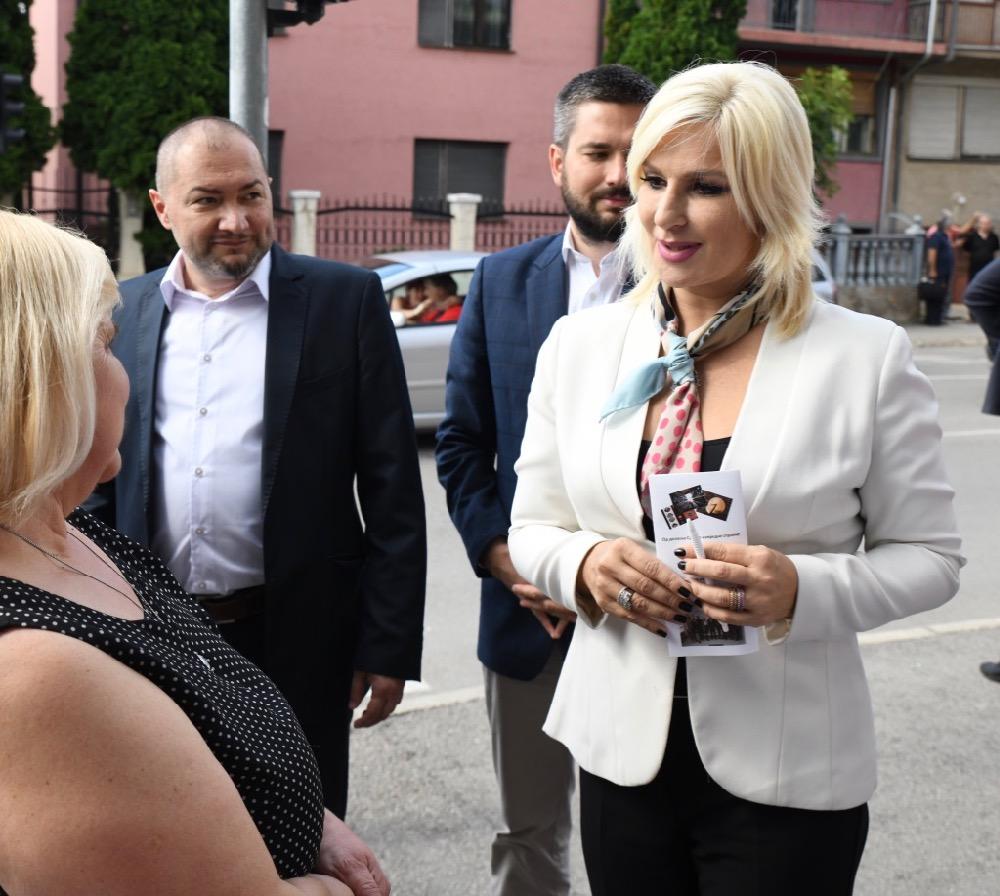 Photo of Mihajlovićeva posetila SNS Pirot: Budite ponosni na sve što radimo za građane Srbije