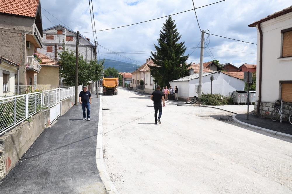 Photo of Panajotović: Imamo obećanja nadležnih da će državni putevi biti sanirani do kraja godine