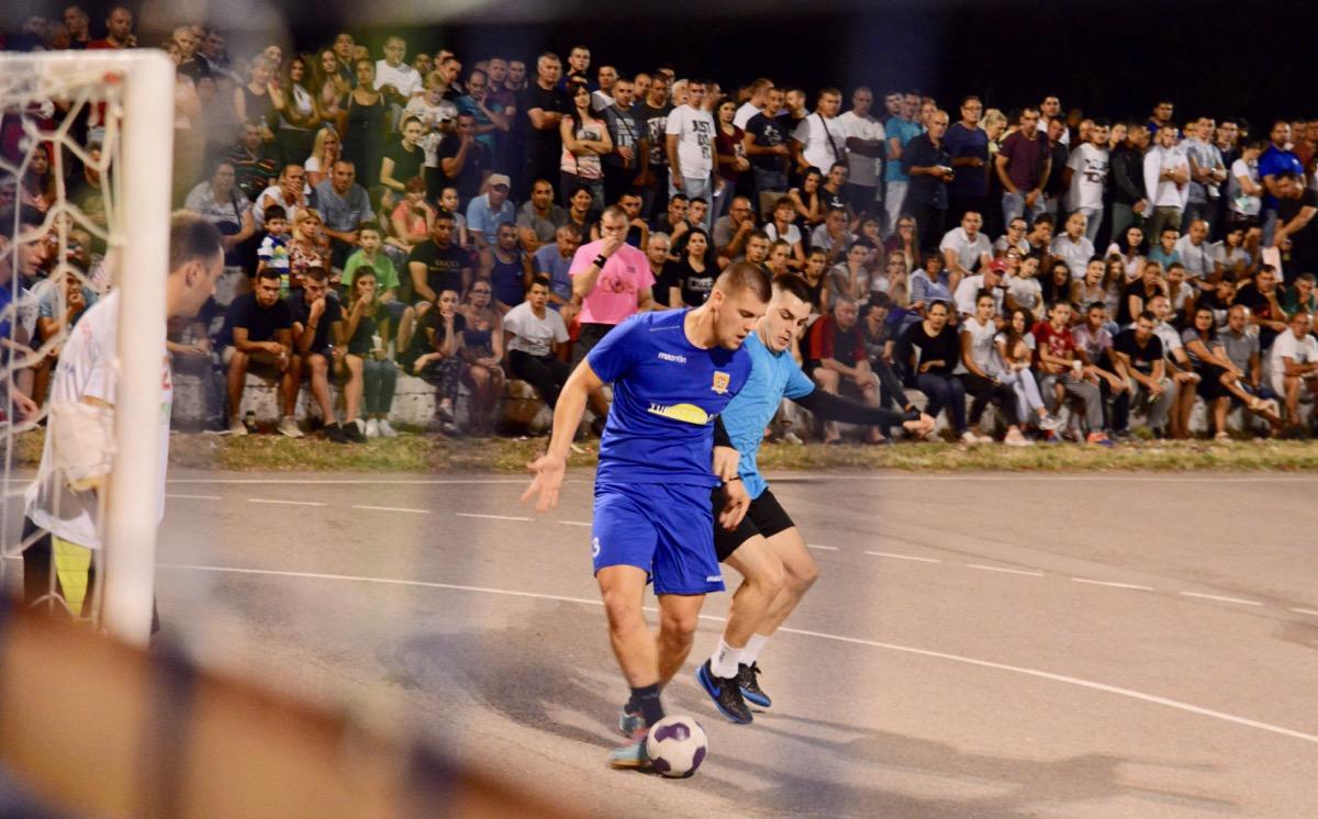 Photo of Svetkovina malog fudbala u naselju Tanasko Rajić. U meču za treće mesto slavila ekipa Half Time Pub, u velikom finalu SGM Stojanović
