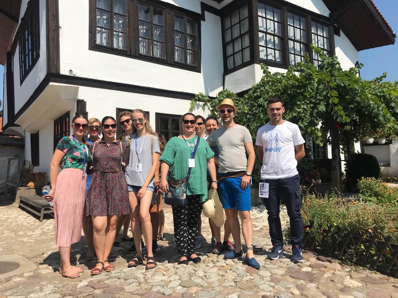 Photo of Folklorci iz Mađarske obišli Muzej Ponišavlja, oduševljeni onim što su videli