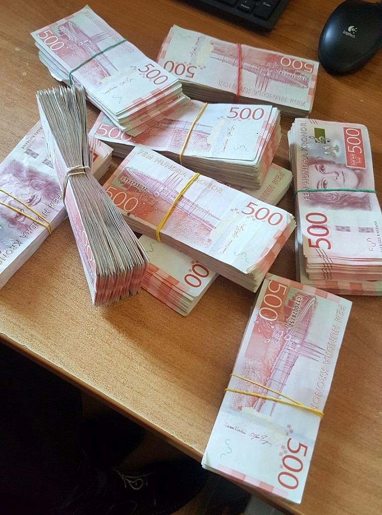 Photo of Od početka godine na Gradini zadržano preko milion evra neprijavljenog novca. Juče pronađeno milion švedskih kruna