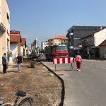 Počelo uređenje trotoara u Ulici Vuka Pantelića. Radiće se pešačke i biciklističke staze, regulisati parkiranje