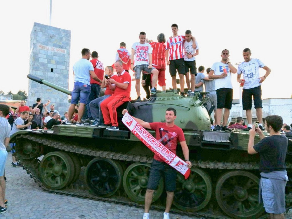 Photo of Zvezda  u Ligi Šampiona! Pogledajte kakva je atmosfera pred početak meča (VIDEO i FOTO)