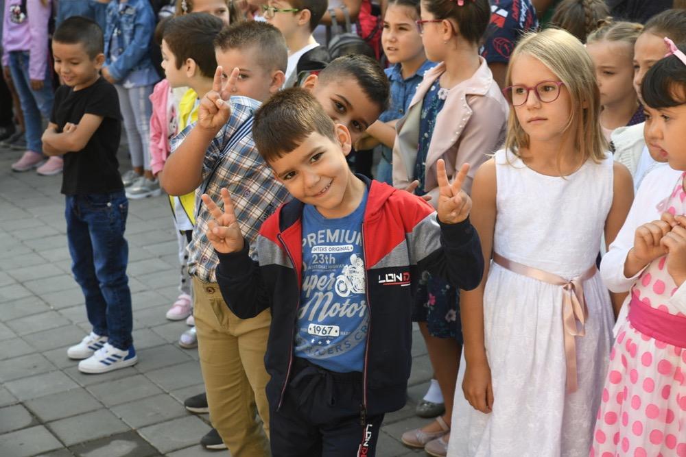 Photo of Prvaci krenuli u školu! Srećno!