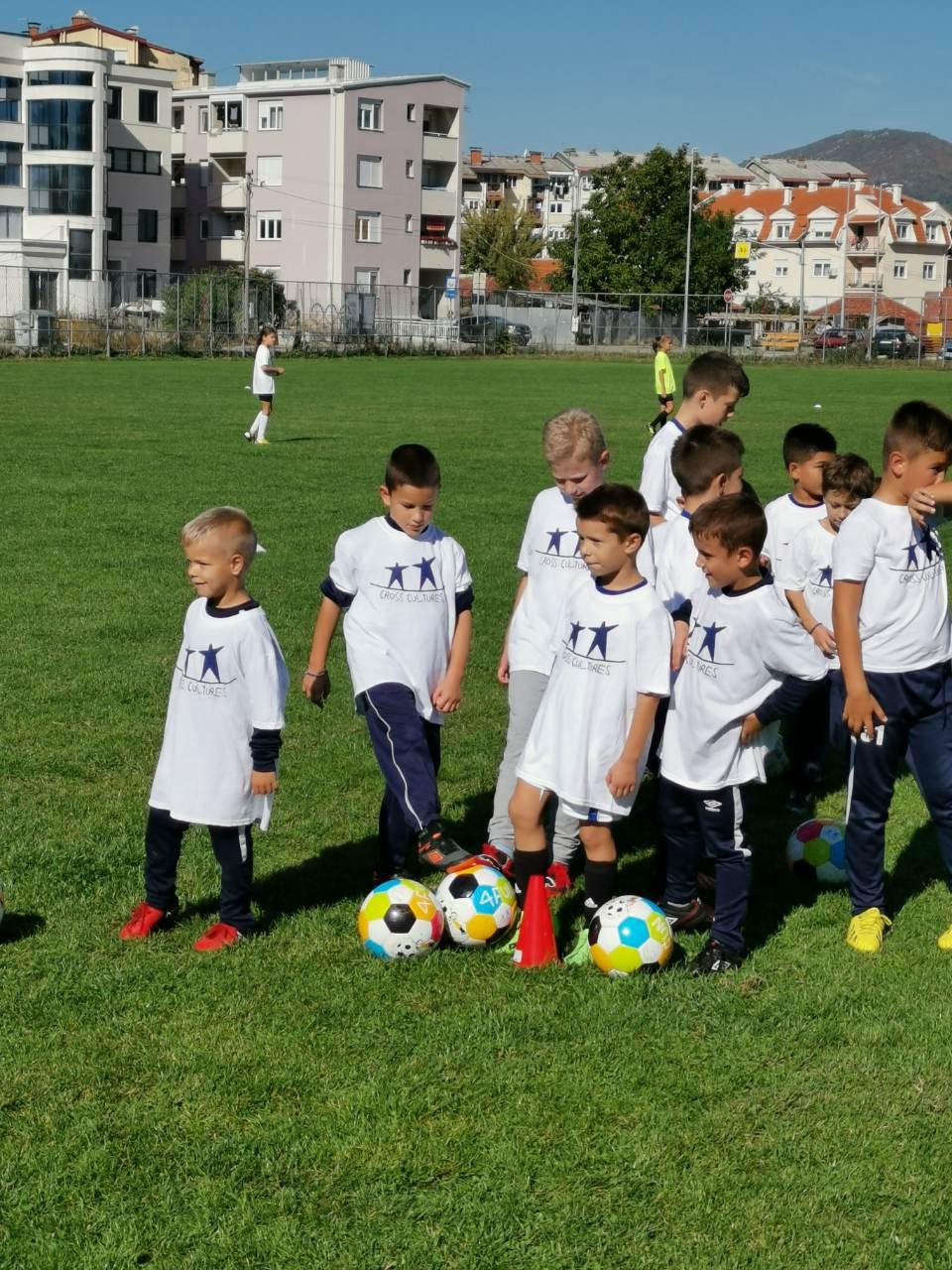 Photo of Više od stotinu mališana učestvovalo na Otvorenoj zabavnoj školi fudbala u Pirotu