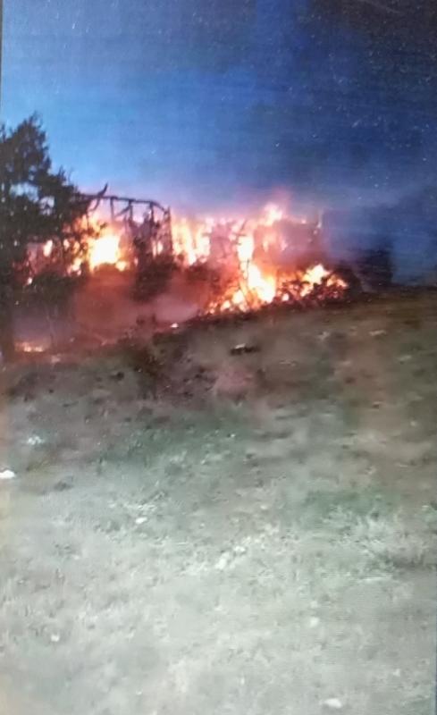 Photo of Veljkovićima u Šljivoviku izgorelo preko 7.000 bala sena!