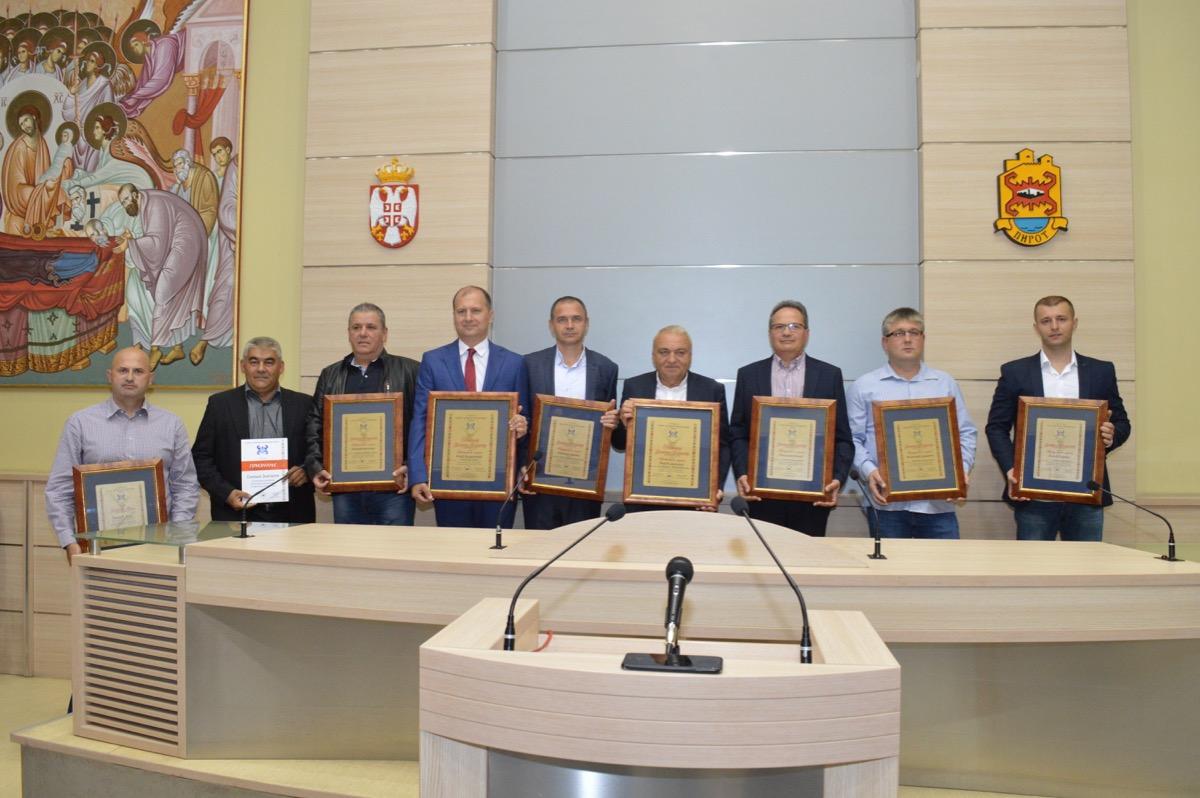 Photo of Priznanja uspešnim privrednicima Pirotskog okruga. Vladimir Ilić i Dragan Ćirić privrednici godine