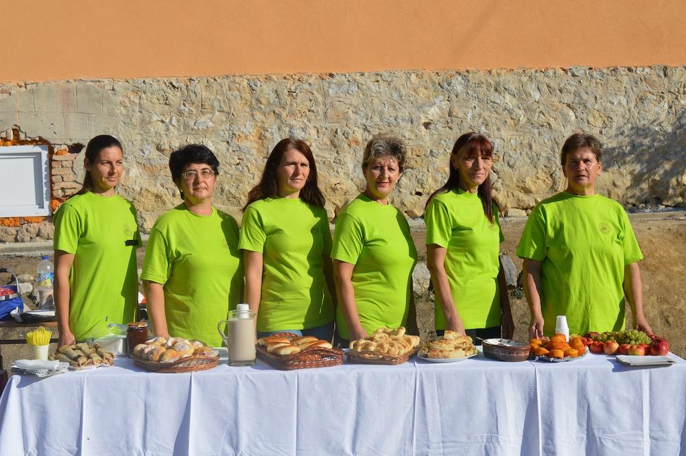 """Photo of Umesto peciva prepunog aditivima, mališanima iz Izvora članice """"Izvorskog zrna"""" pripremaju domaću hranu"""