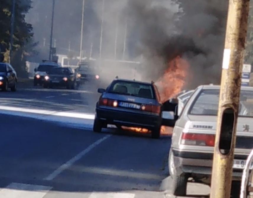 Photo of Požar u Ulici Nikole Pašića: Goreo automobil (VIDEO)