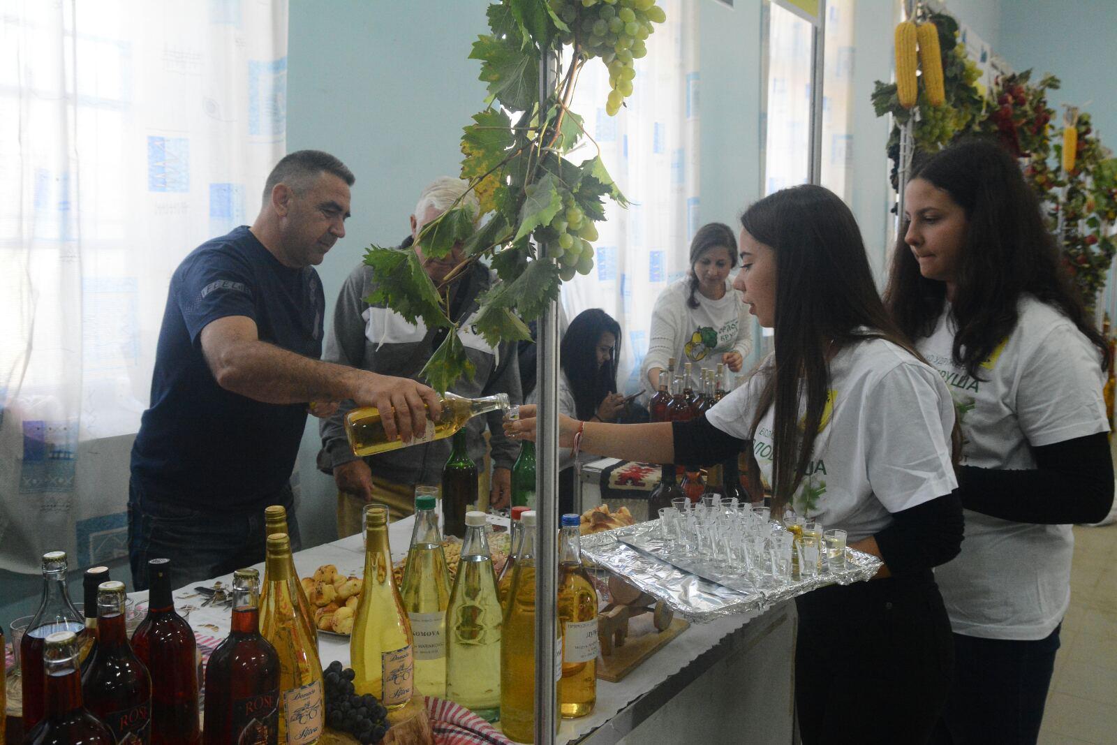 Photo of Dani vina i rakije u Izvoru  (FOTO GALERIJA)