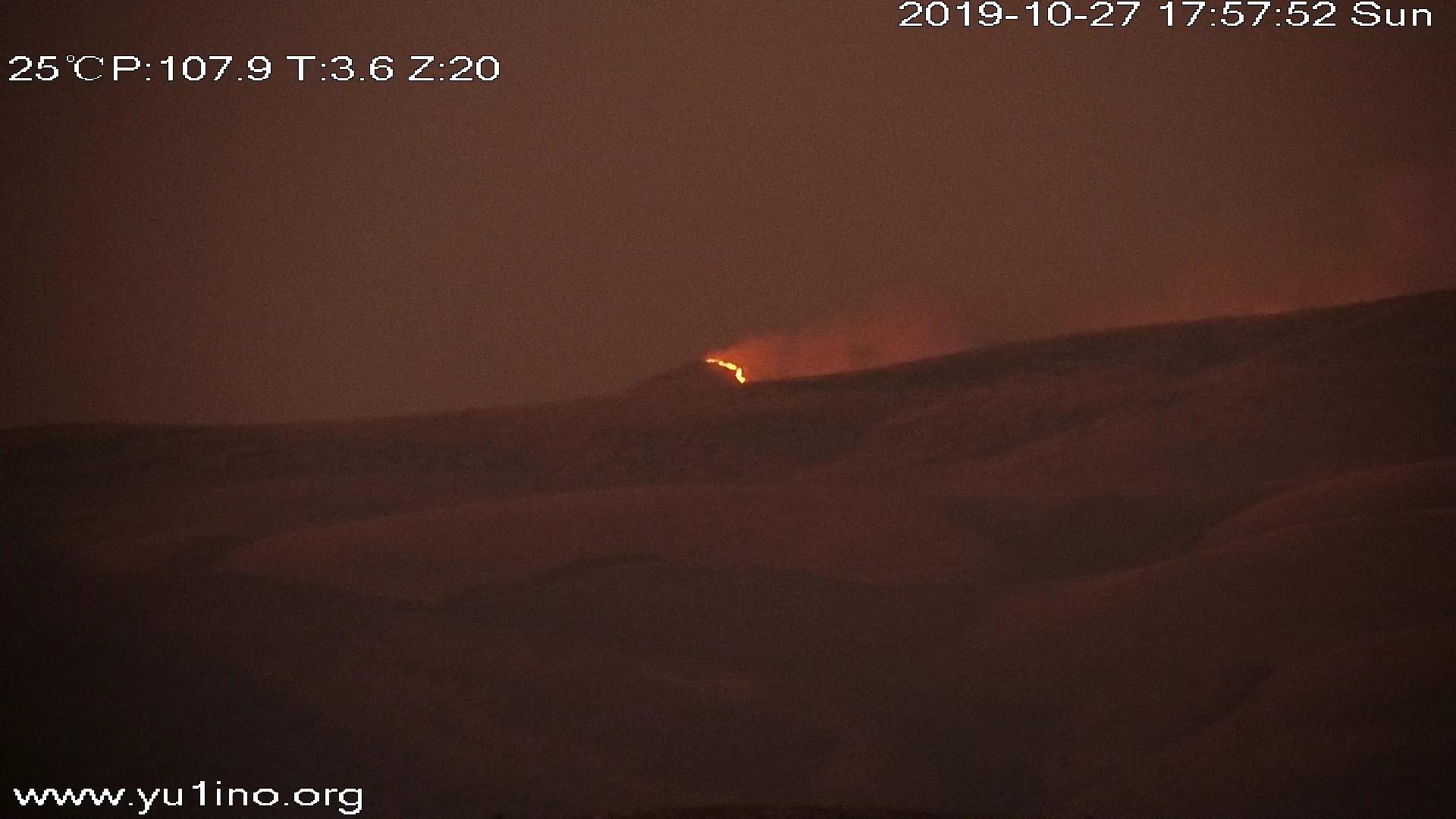 Photo of Vatrogasci brane naš deo Stare planine od vatrene stihije, u Jelovici meštani tvrde da pada beli pepeo iz ogromnog oblaka dima koji se nadvio nad planinom