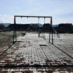 Vandali za tri godine gotovo demolirali veliko igralište u naselju Tanasko Rajić. Grad Pirot i Regionalna deponija ga ponovo uređuju