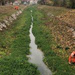 Iz Gradašničke reke tokom akcije čišćenja korita izvađene korpe za otpatke, kante, plastična ambalaža...