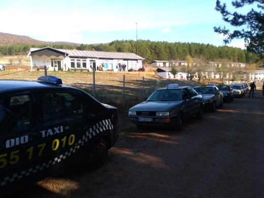 Photo of Još jedan protest pirotskih taksista  ispred Prihvatno-tranzitnog centra na Četrvtom kilometru