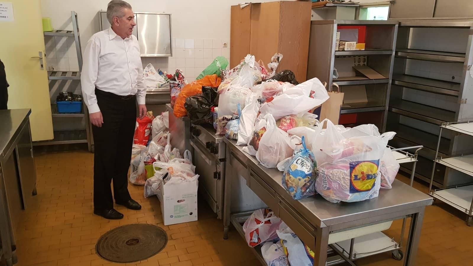 Photo of Mališani iz Pirota skupili veliki broj paketića za vršnjake u enklavama na Kosmetu