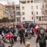 """Bajkeri iz Moto kluba """"Anđeli"""" obradovali decu iz ŠOSO """"Mladost"""" novogodišnjim paketićima"""