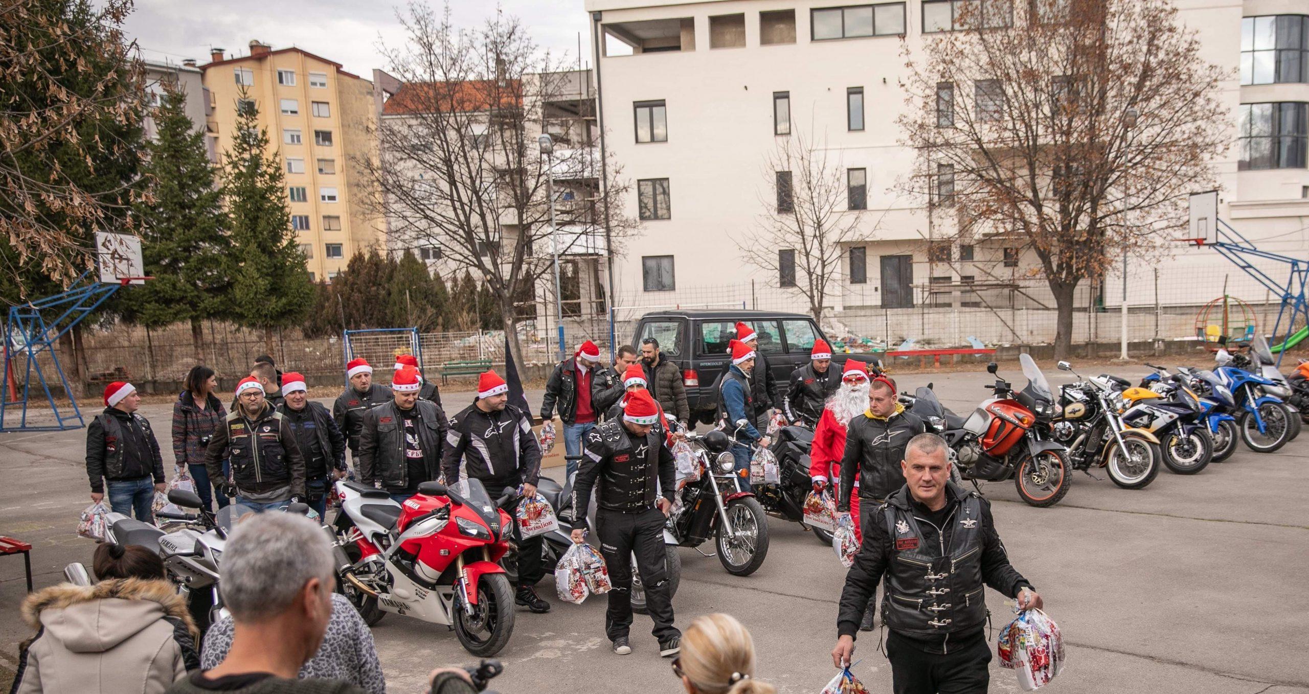 """Photo of Bajkeri iz Moto kluba """"Anđeli"""" obradovali decu iz ŠOSO """"Mladost"""" novogodišnjim paketićima"""