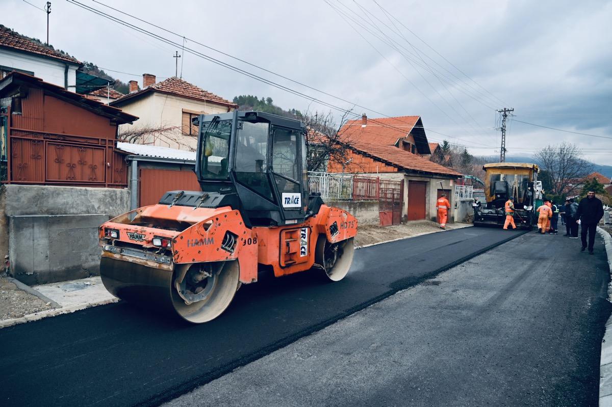 Photo of Više od tri miliona evra uloženo u infrastrukturu, 36 investicija, oko 10 kilometara kolovoza asfaltirano
