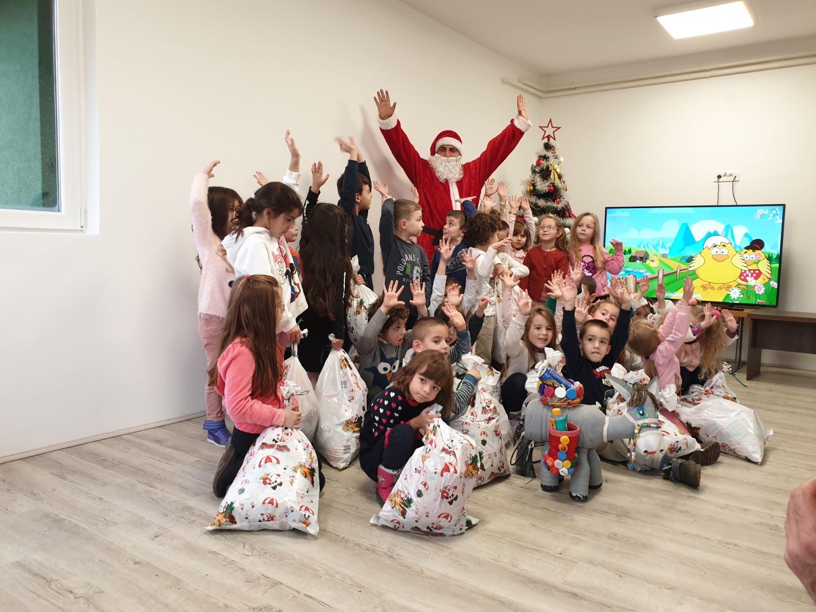 Photo of Regionalna deponija Pirot: Paketići kreativnim mališanima