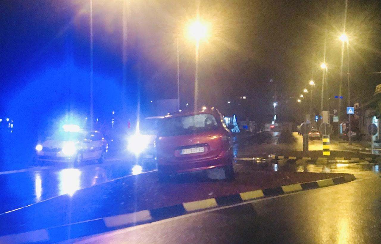 Photo of Nesvakidašnja saobraćajna nezgoda na kružnom toku na Kaleu