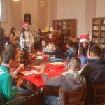 Humani pirotski gimnazijalci ugroženim mališanima iz škole u Strelcu darivali novogodišnje paketiće