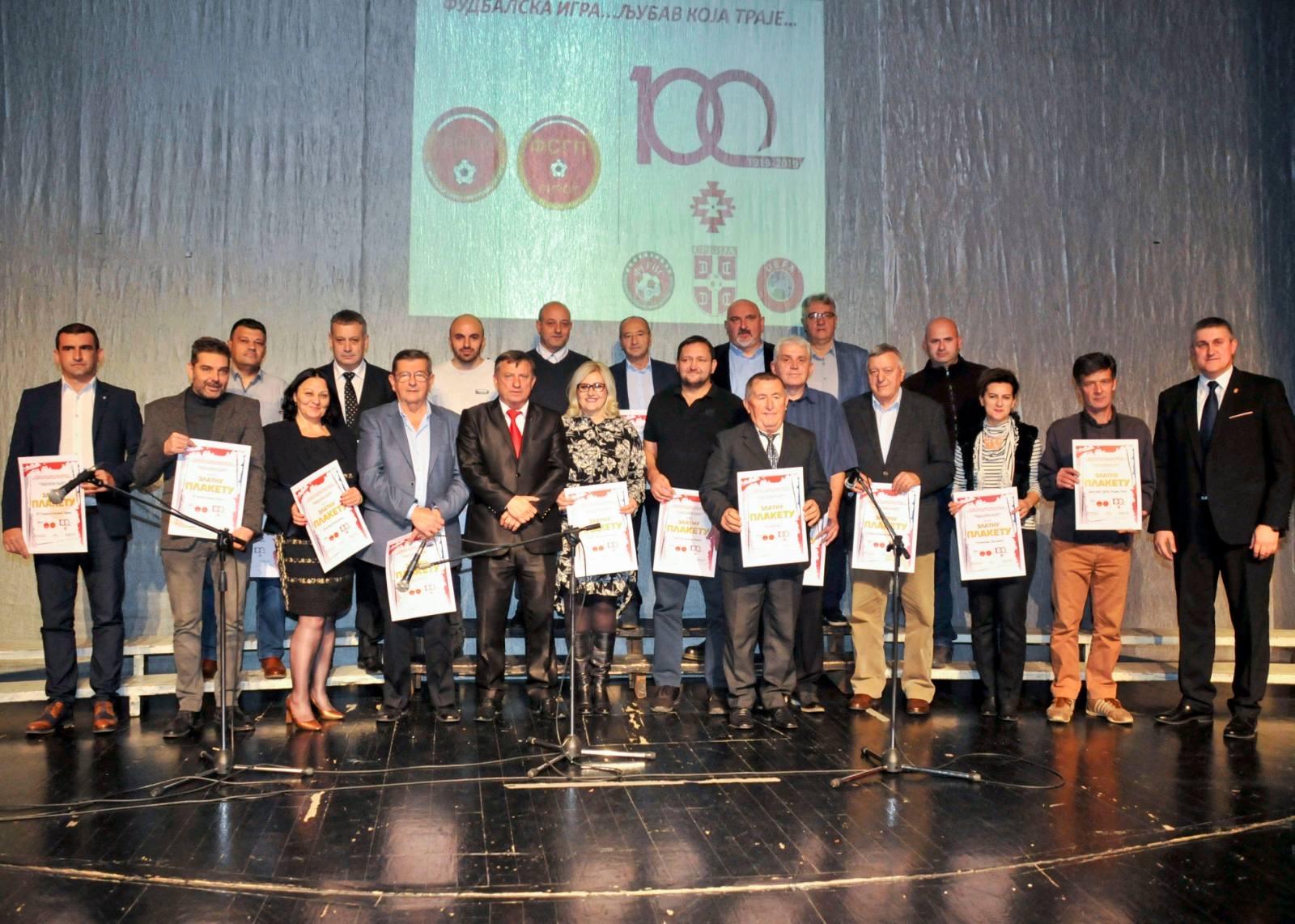 Photo of Svečanom akademijom obeleženo sto godina fudbala u Pirotu