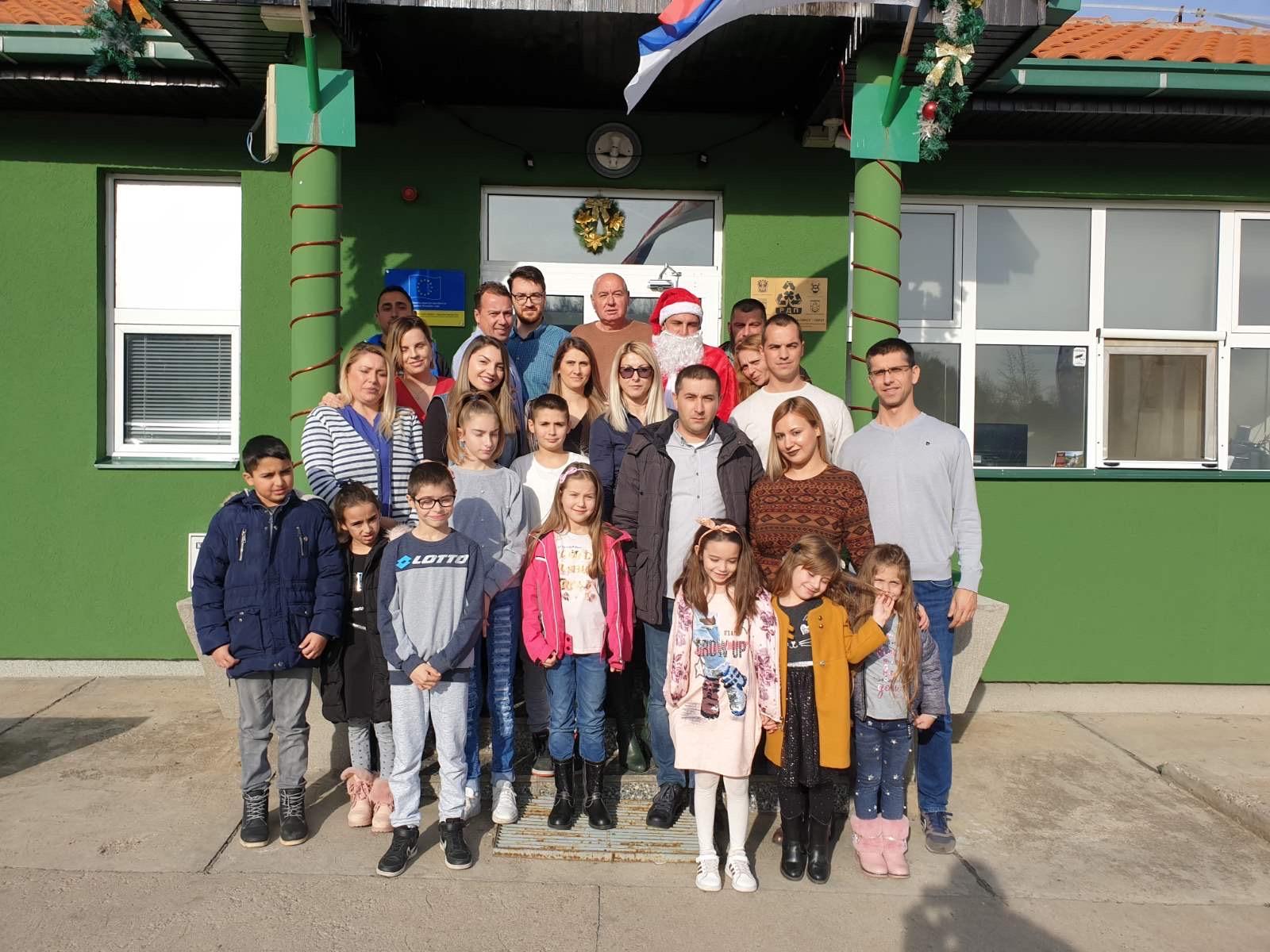 Photo of Regionalna deponija Pirot: Uspešna poslovna godina završava se deljenjem paketića deci svih zaposlenih