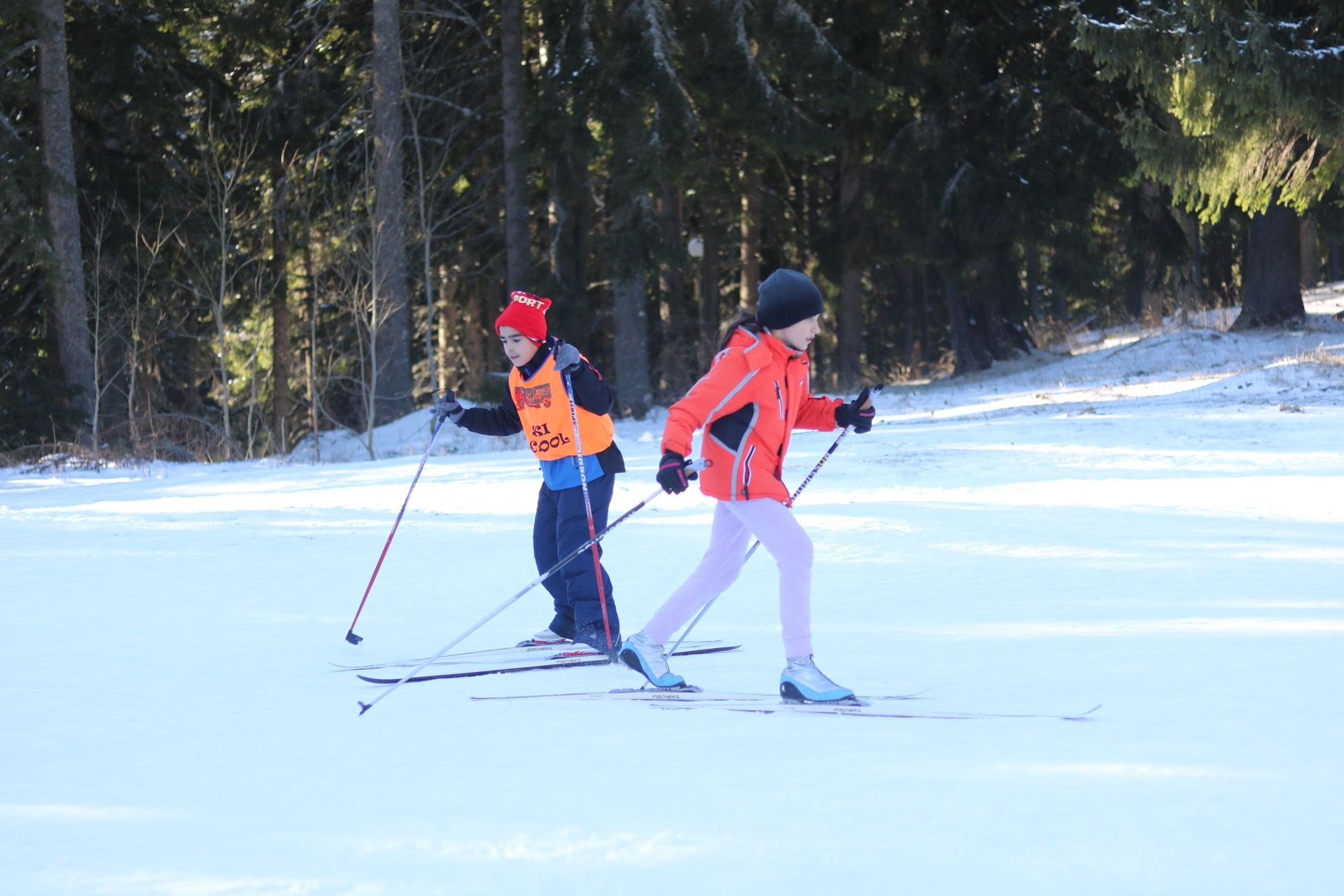 Photo of Pirotski talentovani mališani uče skijaško trčanje od bivšeg trenera bugarske reprezentacije Konstantina Zgurova
