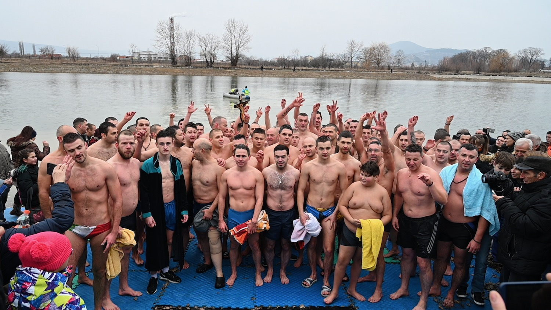 Photo of Plivanje za Časni krst u Pirotu (Foto galerija)