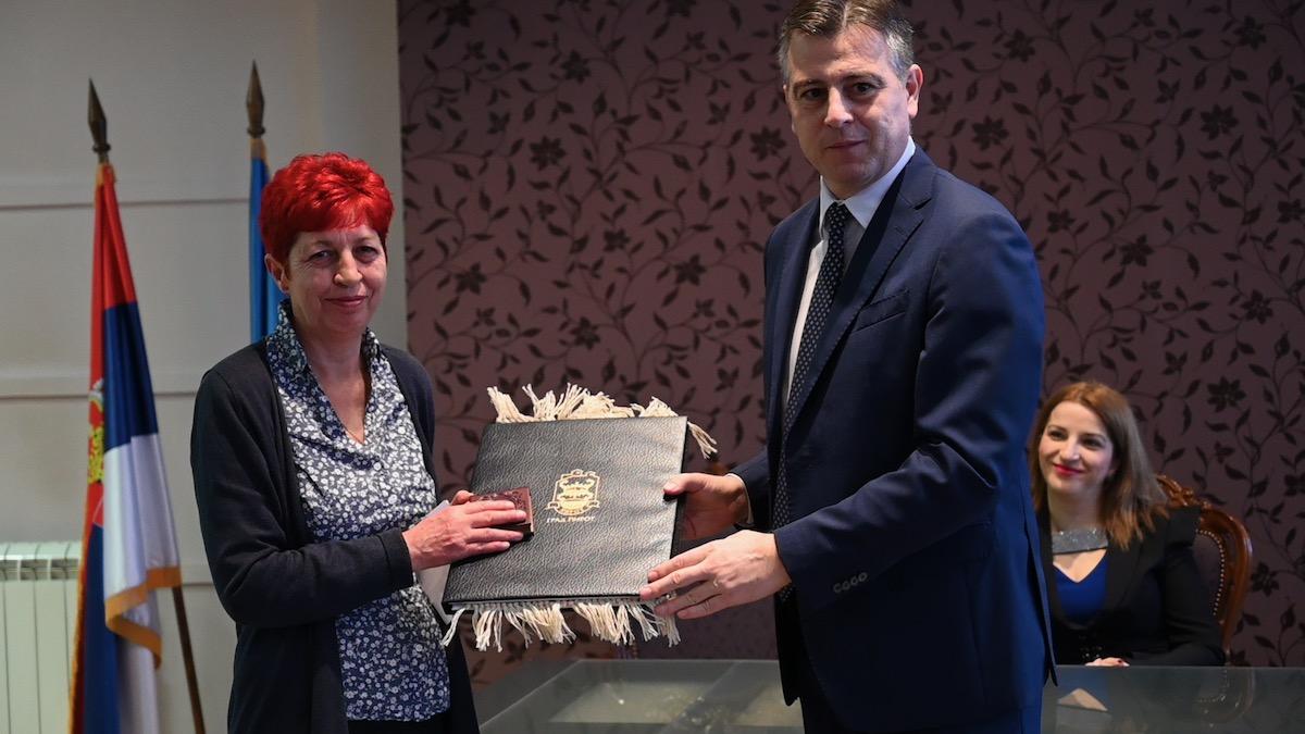 Photo of Svetosavske nagrade prosvetarima koji su se istakli u prošloj godini
