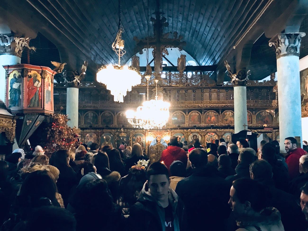 Photo of Vasić čestitao Piroćancima Božić. Zlatnici i u Pazarskoj i Tijabarskoj crkvi sinoć pripali deci, što simboliše da je Pirot grad koji ima budućnost, poručio Vasić.