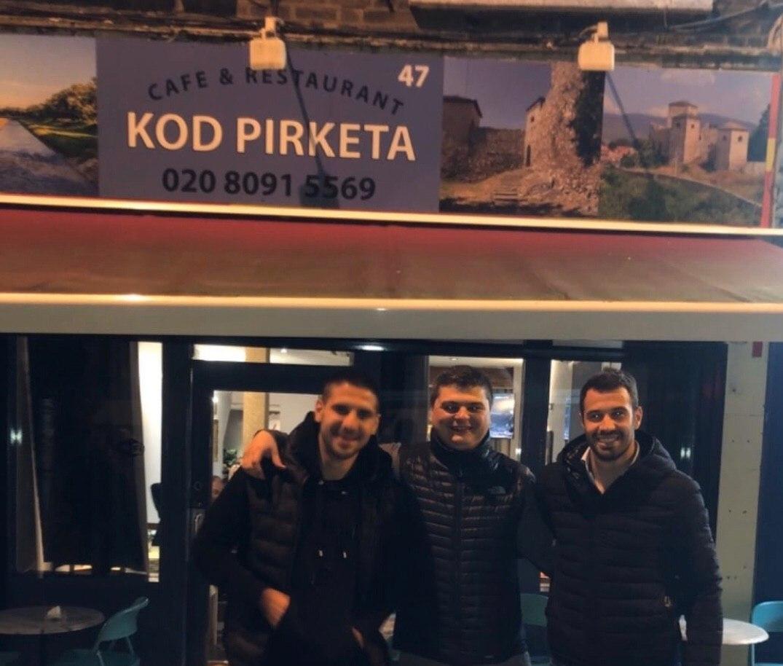 """Photo of Kafana """"Kod Pirketa"""" HIT u Londonu. Stalni gosti poznati sportisti, ambasadori. Engleze oduševila punjena paprika"""